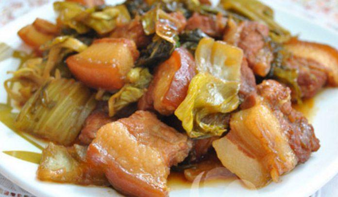 Cách làm thịt ba chỉ kho dưa cải chua ngon xua tan cảm giác béo ngậy