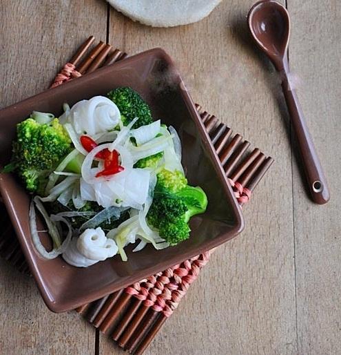 Cách làm mực xào bông cải