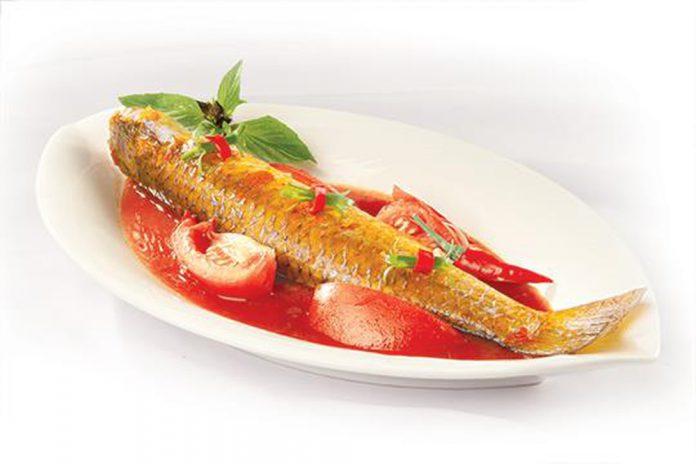 Cách làm cá đối kho cà chua thơm ngon cho bữa cơm gia đình thêm tròn vị
