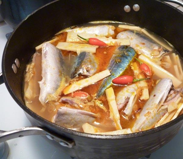 Cách làm cá nục kho măng ngon đơn giản tại nhà