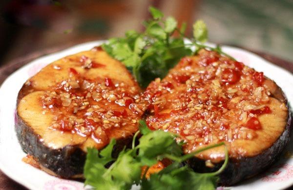 Cách làm cá ngừ rim tỏi ớt hấp dẫn đến miếng cuối cùng