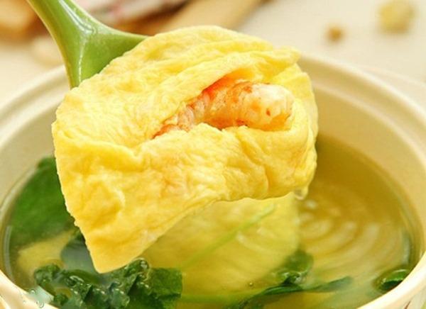 Cách làm canh cải thìa nấu tôm trứng cho bữa trưa hè thêm thanh mát