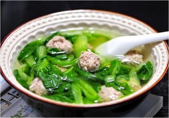 Cách nấu canh cải thịt bằm cho bữa cơm chiều thêm ấm áp
