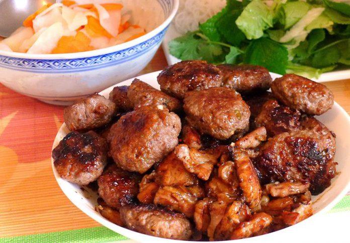 Cách ướp thịt nướng làm bún chả Hà Nội ngon không thua gì ngoài tiệm