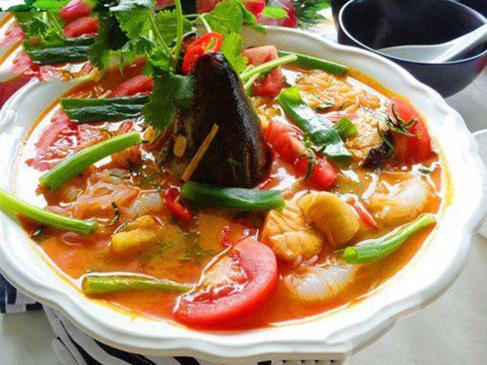 Cách nấu canh chua đầu cá hồi ngon chuẩn nhất [ KHÔNG TANH ]