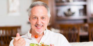 Cách đào thải độc tố (detox) cho cơ thể dành cho người trung niên