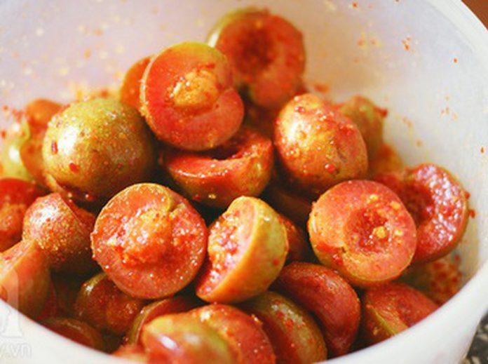 Cách làm mận lắc muối ớt chua cay ngon khó cưỡng
