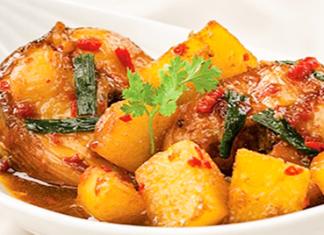 Hoàn thành khoai tây kho cá ngừ